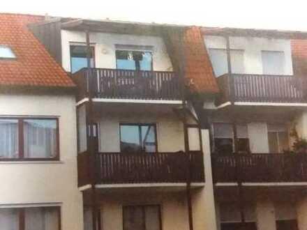 Gepflegte 2,5-Zimmer-DG-Wohnung mit Balkon und EBK in Nördlingen