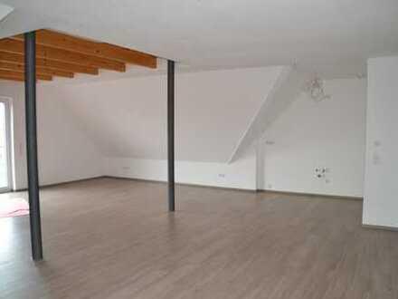 Neuwertige 2-Zimmer-Dachgeschosswohnung mit Balkon und Einbauküche in Oberhaid
