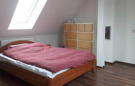 Teilmöbiliertes Zimmer in 3-Zimmerwohnung ca. 18 qm