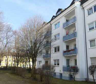 Helle 2 Zimmer-Wohnung mit Balkon und Bad mit Fenster!