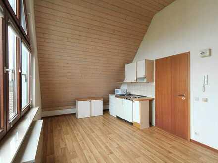 Ideal für Pendler oder Studenten: kleine 2-Zimmer-Dachgeschoss-Wohnung im Stadtteil Hardt