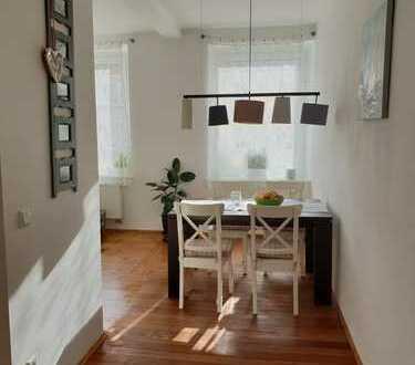 Schöne, helle 2-Zimmer-Wohnung in Schwabing mit Balkon und EBK