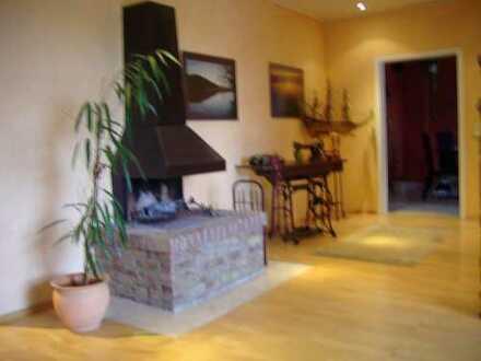 Schöne 3,5-Raum Wohnung mit offenem Kamin und großer Wohnküche