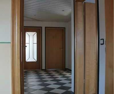Neuwertige 3-Raum-DG-Wohnung mit Balkon und Einbauküche. in Frammersbach