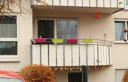Schöne 2,5 Zimmer Wohnung im 1.OG mit EBK, Balkon sowie PKW Außenstellplatz in Öschelbronn