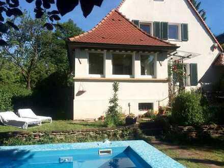 Wunderschöne Villenhälfte am Killesberg mit Pool und großem Garten