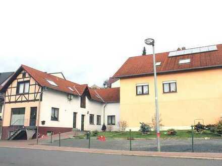 Großes Wohnhaus mit Gewerbe, Werkstatt und Garagen