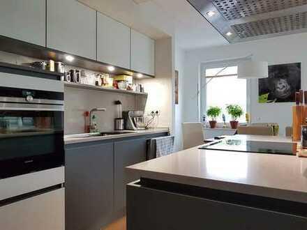 Moderne Eigentumswohnung in zentraler Lage mit Tiefgarage und Fahrstuhl !