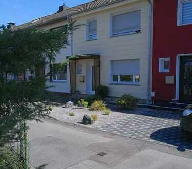 Gemütliches und gepflegtes Reihenmittelhaus mit schönem Garten und Garage zu vermieten