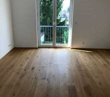Top sanierte, geräumige drei Zimmer Wohnung in Frankfurt am Main, Eschersheim