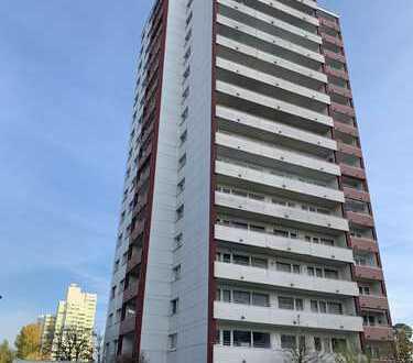 Komplett neu sanierte 3-Zimmer-Wohnung mit West-Balkon und neuer Einbauküche