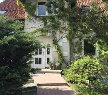 Schönes Haus auf 762qm Grundstück mit Doppelgarage und Keller in Berlin, Kaulsdorf