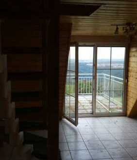 Schöne 4-Zimmer-Maisonette-Wohnung mit Balkon in Grundbach