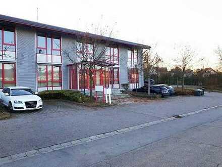 Moderne und helle Büroräume (24 bis 76qm) im EG, freie Parkplatznutzung und gute Verkehrsanbindung