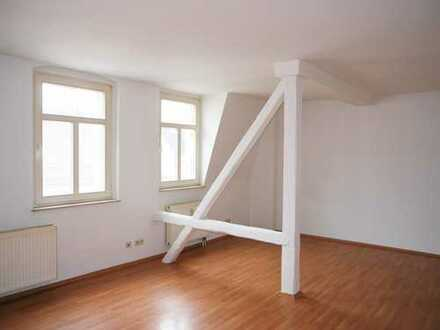 Schöne Dachgeschosswohnung mit Gebälk in Crimmitschau!