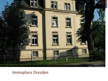 Schöne 3-Raumwohnung mit Balkon, Laminat und EBK in repräsentativer Stadtvilla in Großzschachwitz!!!