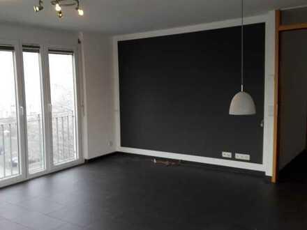 ***Moderne, helle 3-Zimmer-Wohnung mit Einbauküche und Südbalkon***