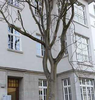 Exklusiver Altbau, 3,5 m Deckenhöhe, geräumige 3,5-Zimmer, Balkon und Einbauküche in Düsseltal