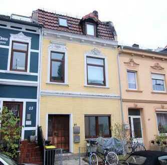 Modernisierte 2-Zimmer-Wohnung mit Garten und 40 m² Keller