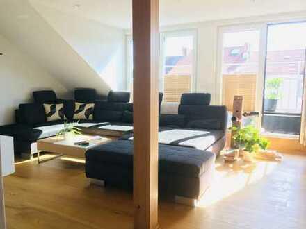 Stilvolle, neuwertige 4-Zimmer-Maisonette-Wohnung mit Balkon und EBK in Nachbarschaft zum Werdersee
