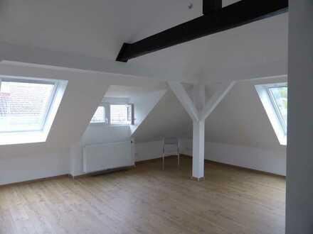Schöne 1-ZKB-Dachgeschoß-Wohnung mit Einbauküche in Baden-Baden, in 2015 hochwertig saniert