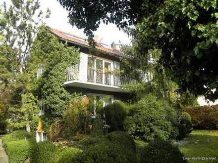 Gartenliebhaber gesucht - Romantische Maisonettewohnung mit Garten, Gartenhaus, Gewächshaus... - ...