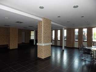 Geräumige Fläche - Studio/Atelier/Büro zu vermieten