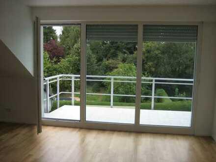 Schöne 3-Zimmer-Dachgeschosswohnung mit Balkon in Krefeld-Hüls mit Blick ins Grüne