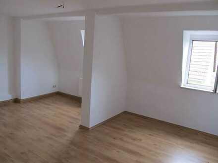Kleine Dachgeschosswohnung in zentrumsnaher Lage