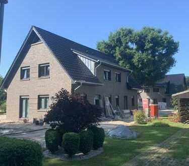 Moderne KfW 55 Neubau Doppelhaushälfte zum 01.10.20 zu Vermieten