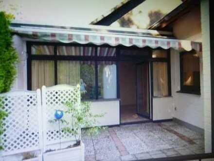 Günstige, gepflegte 2-Zimmer-Terrassenwohnung mit Einbauküche