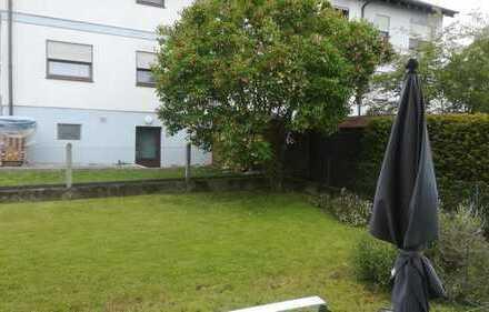 modernisierte 2,5-Zimmer-Wohnung+ Terrasse 30qm+250qm Garten für Hunde geeignet