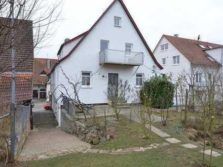 Reduzierte Provision: Zweifamilienhaus mit Werkstatt/ Hebebühne und schönem Garten