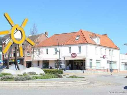 Im Herzen von Grömitz Wohn-/Geschäftshaus mit drei Wohnungen und einer Gewerbeeinheit auf Eigenland