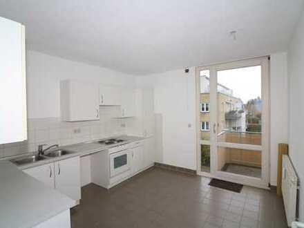 Großzügige Raumaufteilung! 2-Zimmer-Wohnung mit EBK im 2. OG mit Balkon