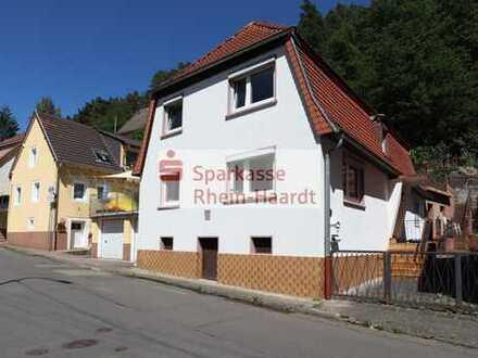 Altbau mit Stellplatz, Freisitz, Nebengebäude + kl. Garten