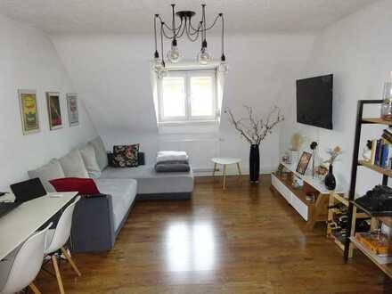 Frei ab 1.6. - Studentenwohnung - 2 Zimmer Dachgeschosswohnung mit Einbauküche