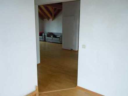 Gepflegte 3-Zimmer-Dachgeschosswohnung mit 2 Balkonen (Alpensicht) und Einbauküche in Emmingen