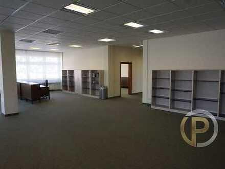 Großzügige Büroflächen mit Konferenzraum im 1. Obergeschoss