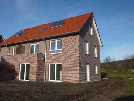 hochwertige Neubau - Doppelhaushälfte mit vielen Details in zentraler Siedlungsrandlage.