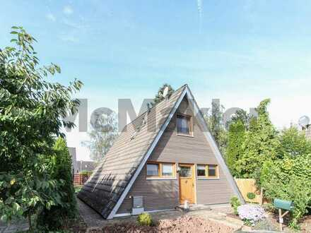 Ferienkleinod in Seenähe: Charmantes 3-Zi.-Nurdachhaus mit Traumgarten in idyllischer Lage