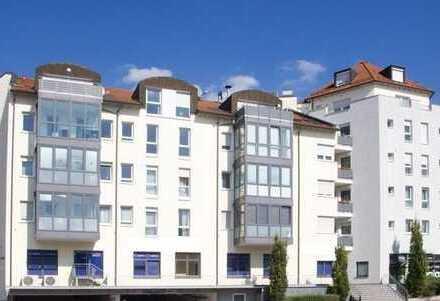 **Zentrale 3,5 Zimmer Wohnung** mit zwei Bädern und Wintergarten