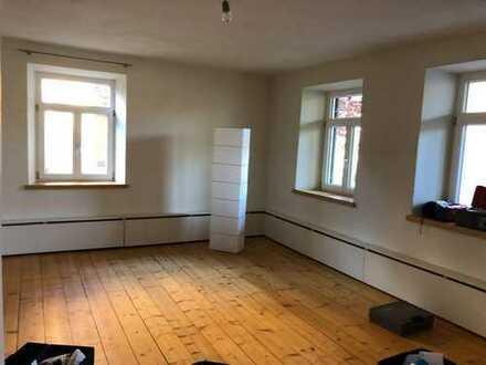 Sanierte 3-Raum-Erdgeschosswohnung mit Balkon und Einbauküche in Oberstaufen
