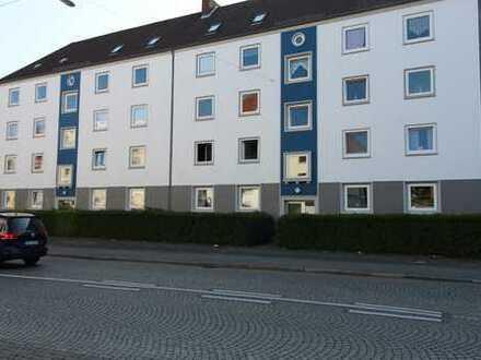 Besichtigung auch Samstag möglich, helle, freundliche 3 Zimmer-Wohnung mit Wannenbad und Balkon