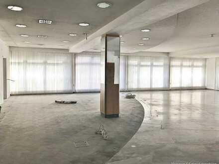 Stark frequentierte Lage: 180 m² Bürofläche * WC´s, Aufenhaltsraum, Stellplätze! Sanierung nach VB