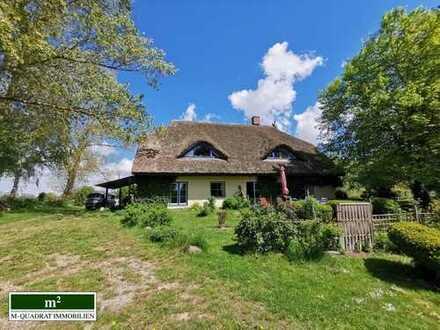 Romantisch und traumhaft ruhig gelegenes Reetdach-Landhaus in der Nähe der Ostsee