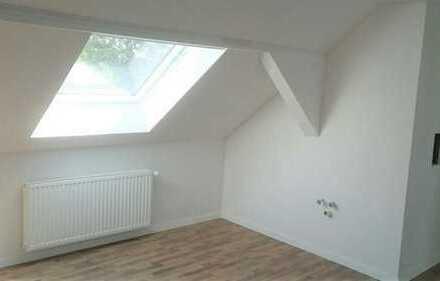 Schicke, kleine, helle Dachgeschosswohnung.