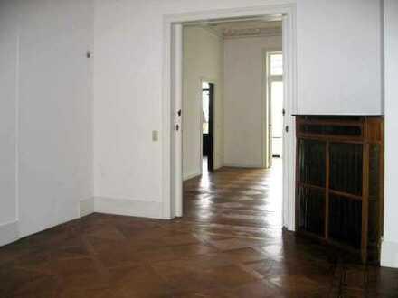 Besondere 4-Zimmer-Wohnung mit großem Garten in Altbremerhaus