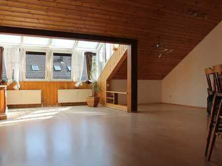 Helle und großzügige 3 Zi. Dachgeschosswohnung in Leonberg-Warmbronn