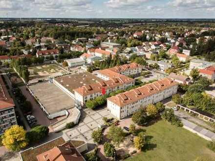 Einzelhandelsfläche mit langer Schaufensterfront neben Rossmann im Stadtzentrum von Velten mieten!